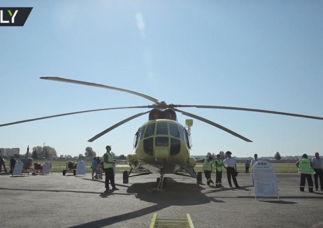 Ruská sportovkyně pohnula vrtulníkem Mi-8. VIDEO