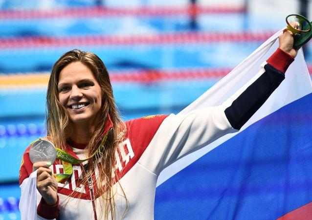 Julia Jefimovová, držitelka stříbrné medaile v plavání žen 200 m prsa