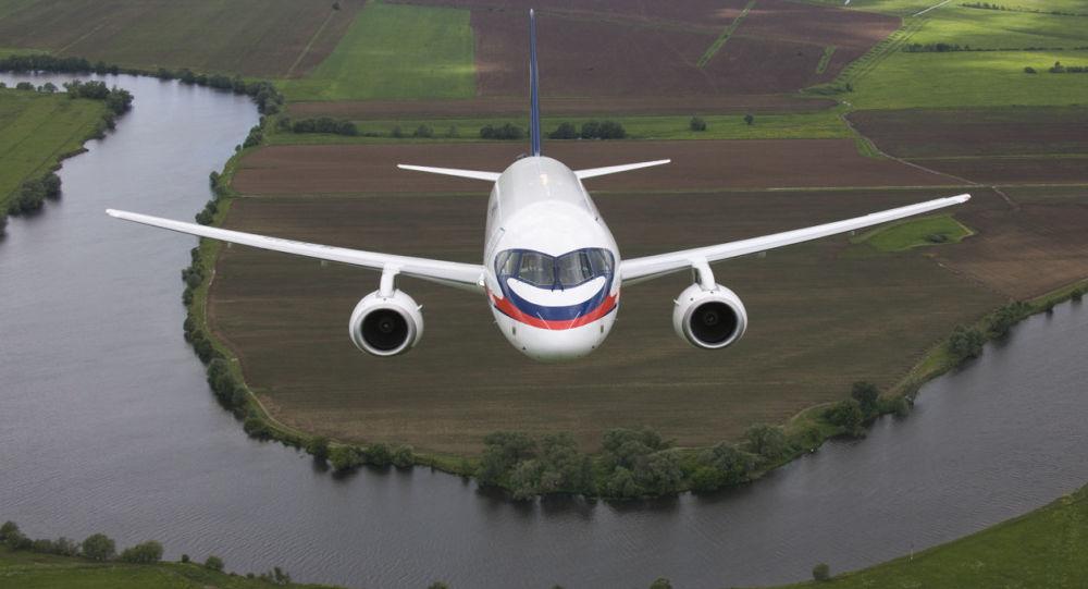 Suchoj Superjet 100 je nejnovější ruské dopravní letadlo pro krátké trasy.