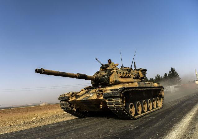 Turecký ministr zahraničních věcí Mevlüt Çavuşoğlu prohlásil, že Ankara je připravena poskytnout jakoukoli nezbytnou pomoc v operaci, jejímž cílem je osvobození Džarablusu
