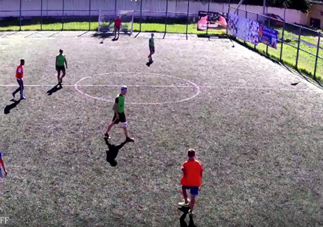 Zápas v minifotbalu v Tveri, který trval 7 a půl dne, se uchází o světový rekord