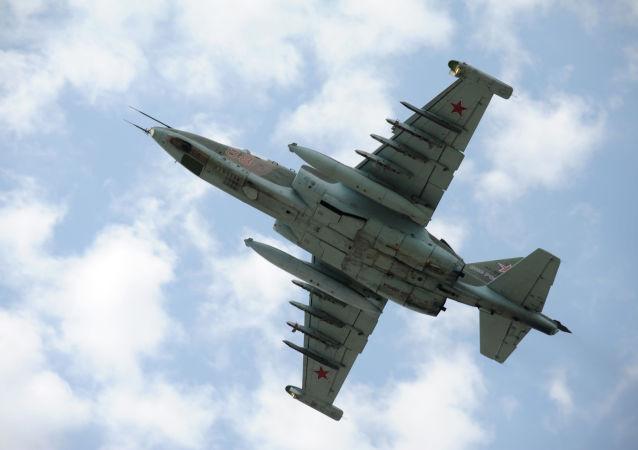Stíhací bombardér Su-25 během soutěže Aviadarts