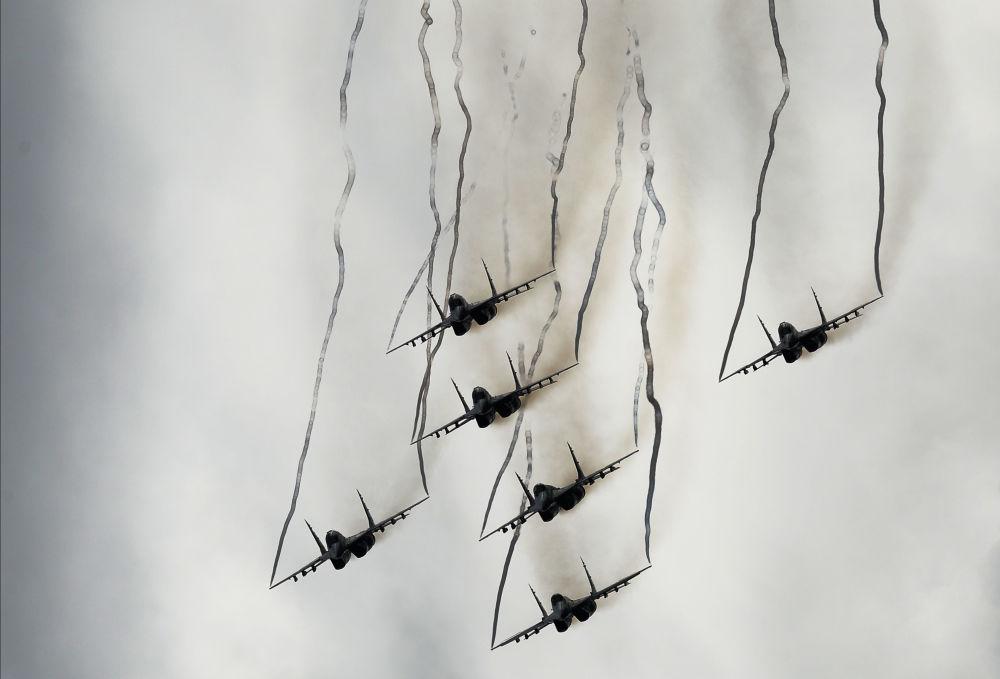 Víceúčelové stíhačky MiG-29 skupiny letecké akrobacie Striži