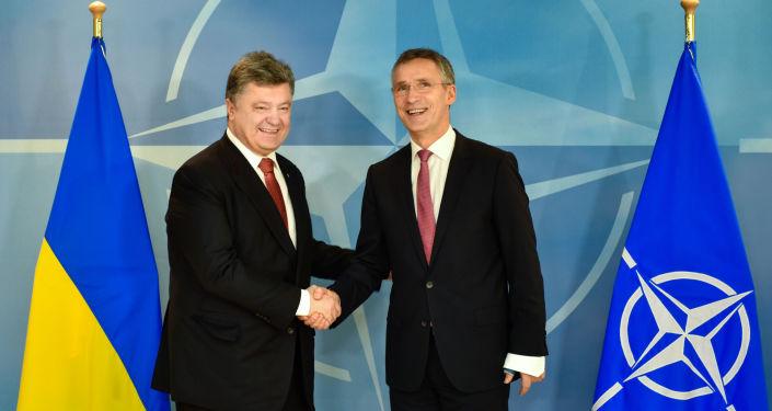 Petro Porošenko a Jens Stoltenberg