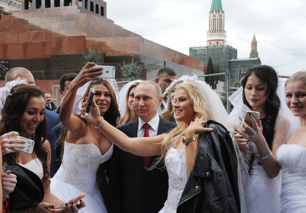 Prezident RF Vladimir Putin na slavnostní ceremonii zahájení Dne Moskvy na Rudém náměstí