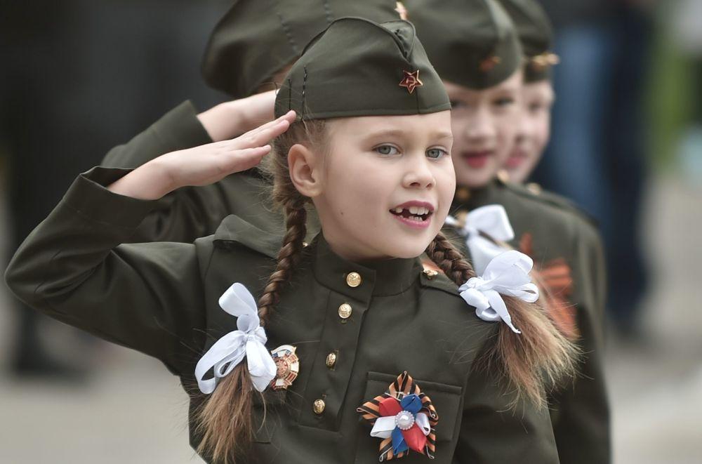 Účastníci vojensko-sportovní hry Blýskavice Povolží přes zahájením soutěží v Orenburgu