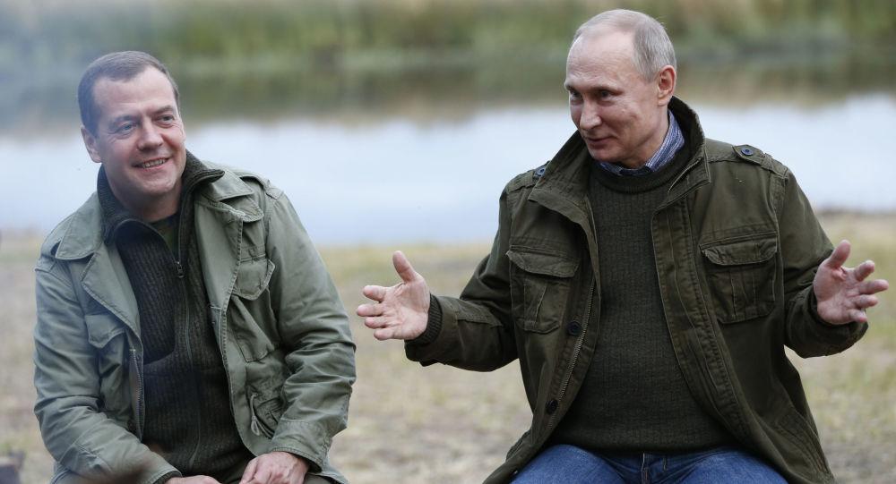 Ruský premiér Dmitrij Medvěděv a ruský prezident Vladimir Putin