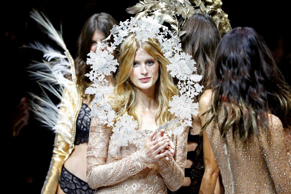 Přehlídka módní kolekce Etam Live Show Lingerie
