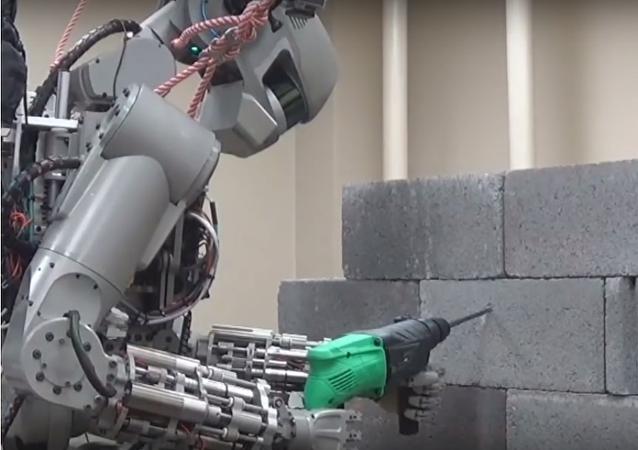 Rogozin představil na lety do vesmíru robota Federa