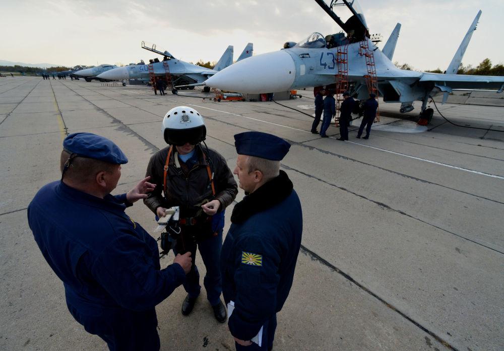 Cvičení stíhacího pluku v Přímořském kraji