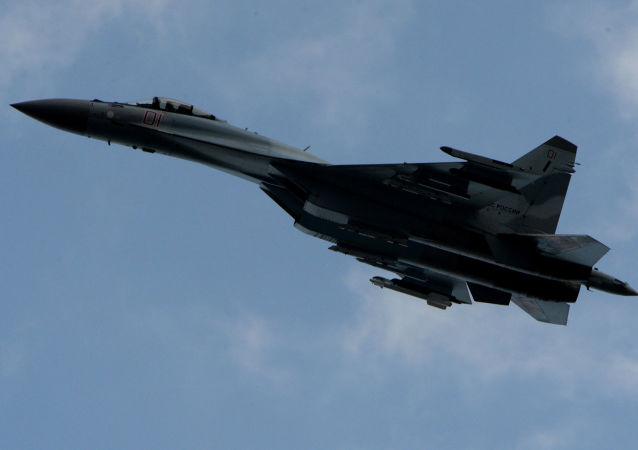 Su-35S letí nad Přímořským krajem