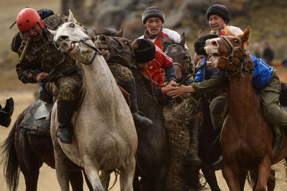 Účastníci mistrovství Altajské republiky v Kok-boru