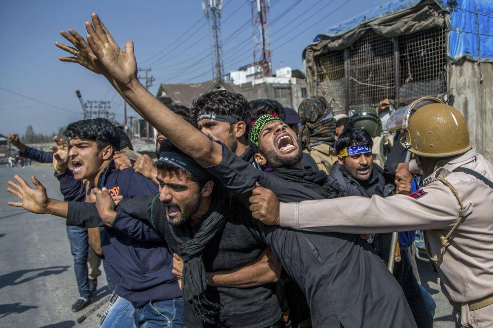 Střety mezi kašmírskými šíitskými muslimy a policií