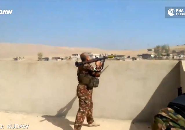 Útok na Mosul: boj Kurdů s teroristy IS v Chaziru