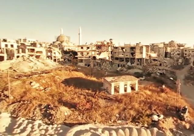 Homs v troskách: 360 videí prázdného syrského města
