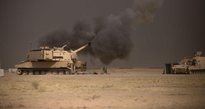 Americká houfnice M109A6 Paladin během operace u Mosulu