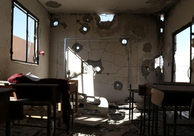 Škola zničená v důsledku útoku