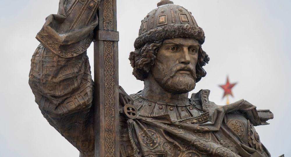 odhalení památníka knížete Vladimira