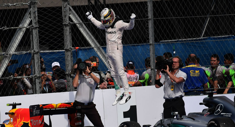 Britský pilot a vítěz Formule 1 Lewis Hamilton