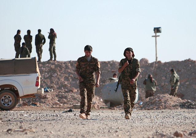 Příslušníci kurdských demokratických sil