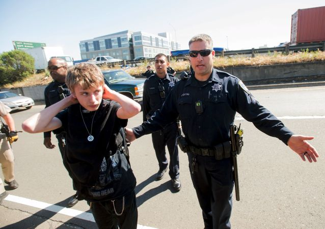 Policisté v Oaklandu