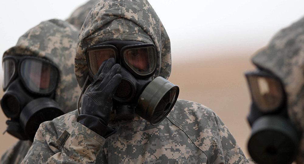 Experti MO RF odebírají vzorky v místě chemického útoku v Aleppu