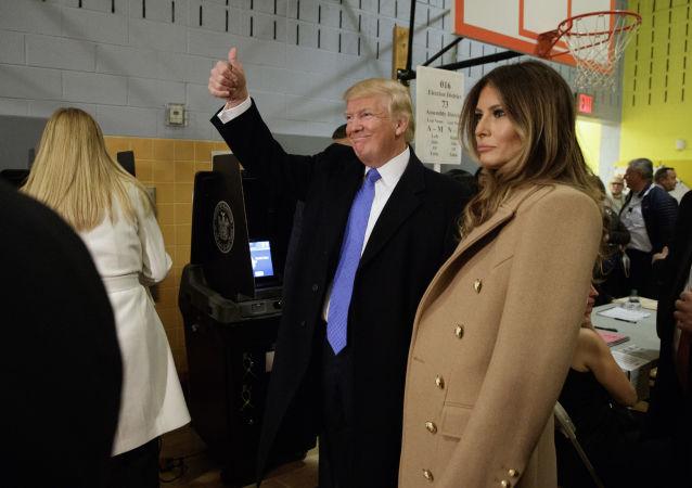 Donald Trump a jeho manželka Melania po volbách v New Yorku