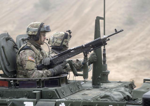 Američtí vojáci během cvičení v Lotyšsku