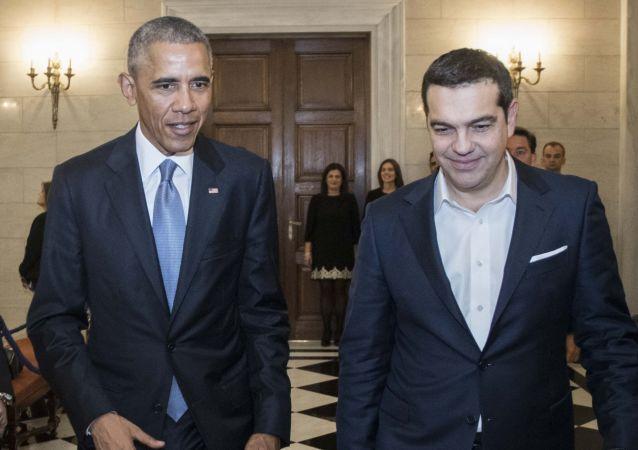 Barack Obama s řeckým premiérem Tsiprasem během návštěvy v Řecku, listopad 2016.