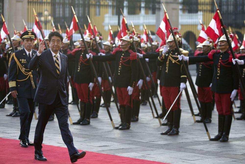 Japonský premiér Šindzó Abe na mezinárodním summitu APEC v Peru