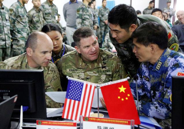 Čínští a američtí vojáci během cvičení