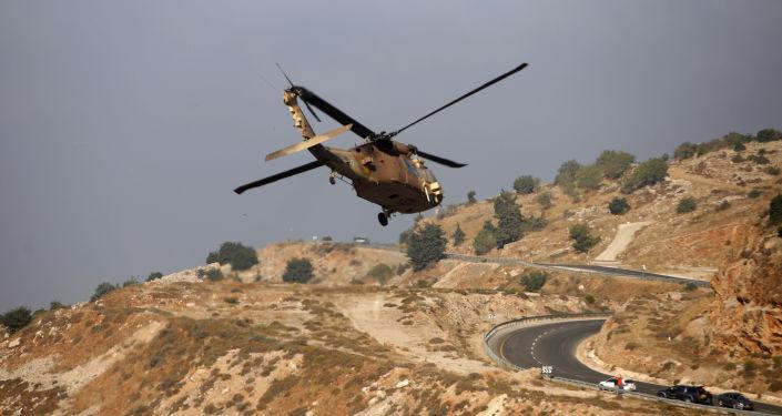 Izraelská vojenská helikoptera v oblasti Golnaských výšin