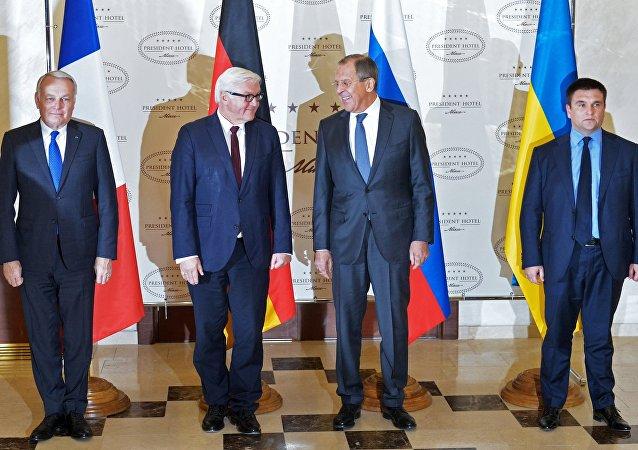 Setkání ministrů zahraničí normandské čtyřky - Jean-Marc Ayrault, Frank-Walter Steinmeier, Sergej Lavrov a Pavel Klimkin