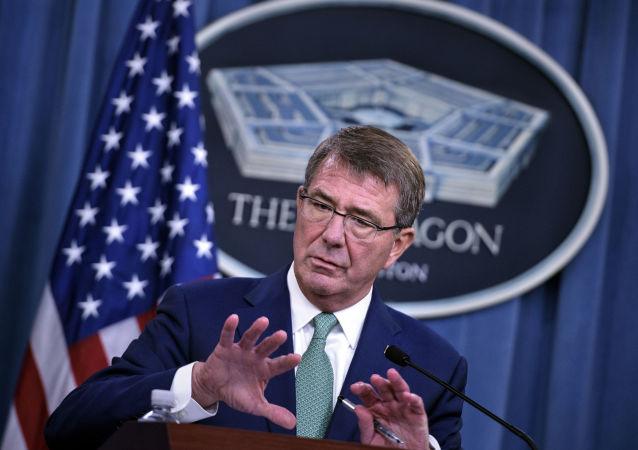 Americký ministr obrany Ashton Carter