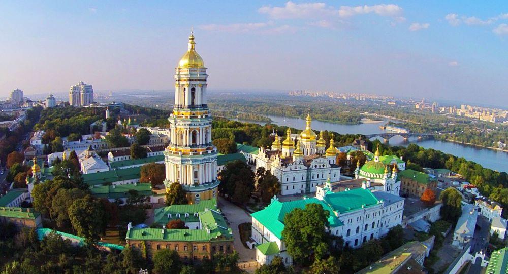 Pohled na Kyjevskopečerskou lávru