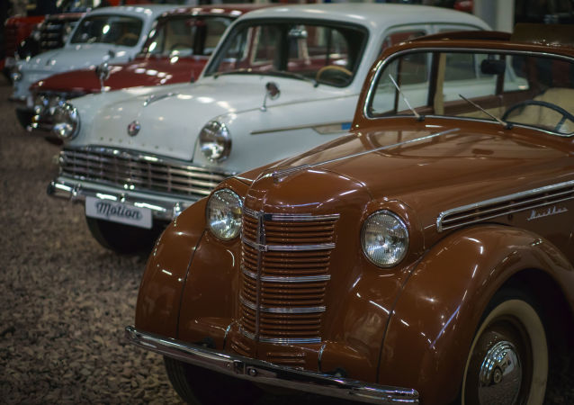 Automobil Moskvič-400