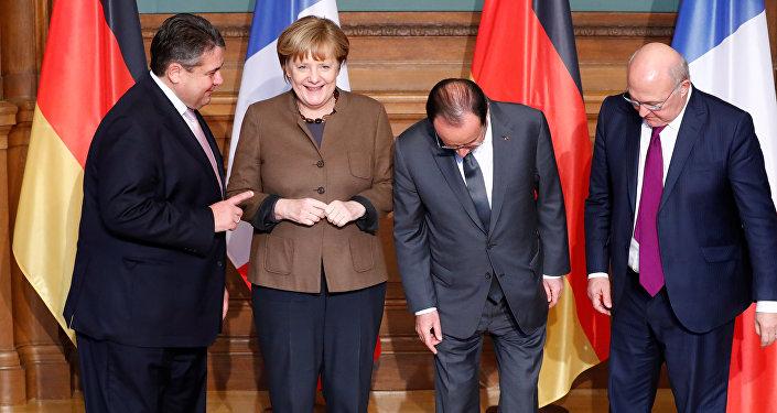 Sigmar Gabriel, Angela Merkel, Francois Hollande a Michel Sapin