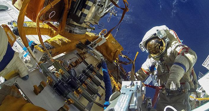 Výstup do vesmíru. Ilustrační foto