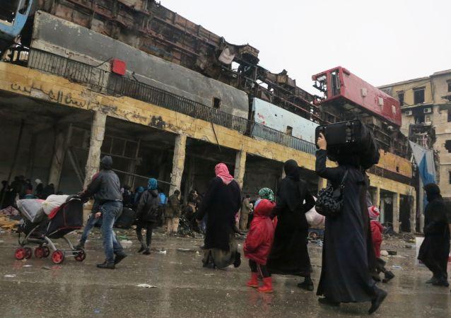 Běženci v osvobozené čtvrti Aleppa