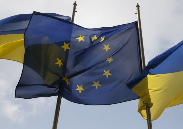Vlajky EU a Ukrajiny v Kyjevě