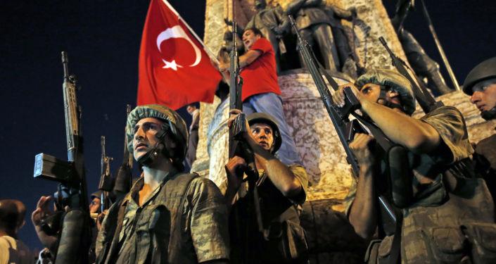Turečtí vojáci na Taksimském náměstí