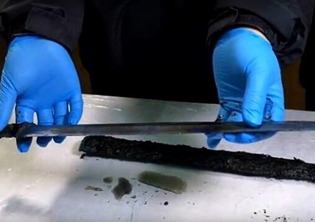 Čínští archeologové objevili meč starý 2300 let