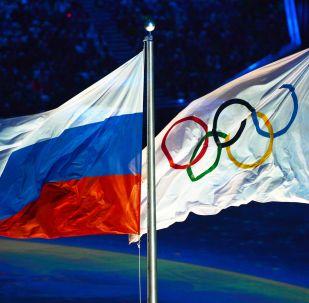 Olympijská a ruská vlajky