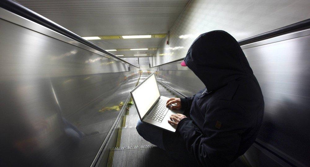 Hacker na eskalátoru. Ilustrační foto