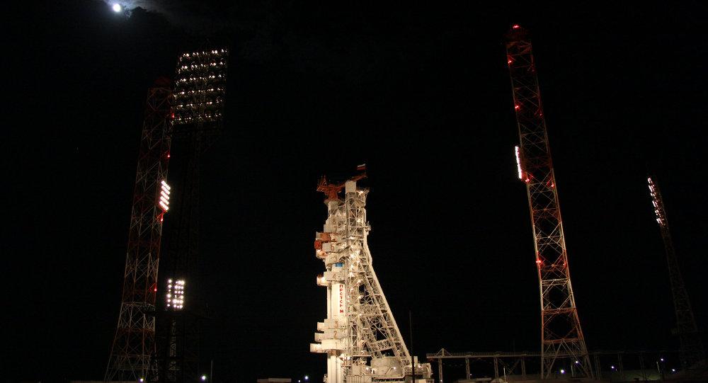 Raketa Proton-M s ruskou družicí Express AM-4