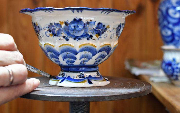 Jak se vyrábí gželský porcelán