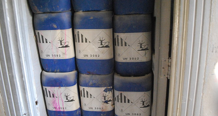 Kanystry s chemickými látkami nalezené u Aleppa