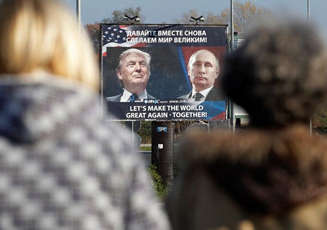 Plakát s Putinem a Trumpem v Černé hoře