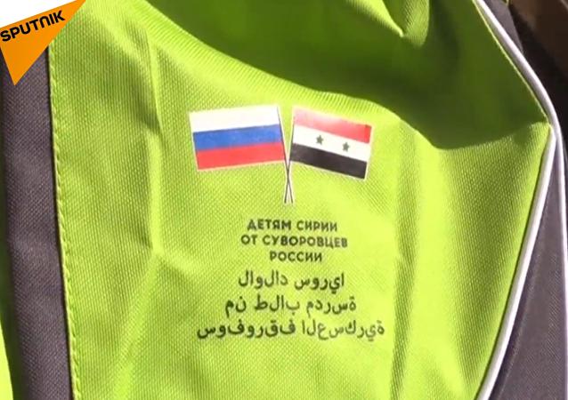 Rozdávání baťůžků v Aleppu