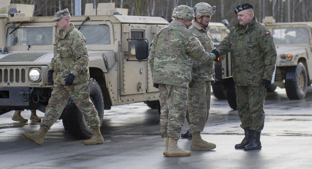 Američtí vojáci při přesunu v Evropě